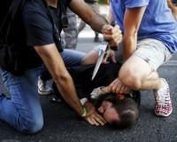 英語脳メルマガ 第02305号 People disarm an Orthodox Jewish assailant shortly after he stabbed participants の意味は?