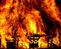 英語脳メルマガ 第02332号 A fire official told AFP news agency the blaze started at a two-metre-tall (6.7ft) cooling tower の意味は?