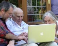 英語脳メルマガ 第02381号 Nomura Research estimates there are about 8.8 million 'digital seniors' in Japan の意味は?