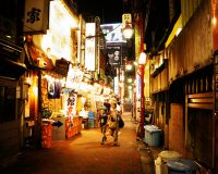 英語脳メルマガ 第02562号 A fire that broke out Tuesday in the Golden Gai entertainment district in the Kabukicho district の意味は?