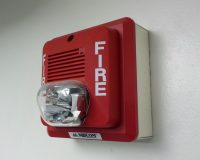 英語脳メルマガ 第02785号 Today, I discovered that the fire alarm in my building will go insane の意味は?