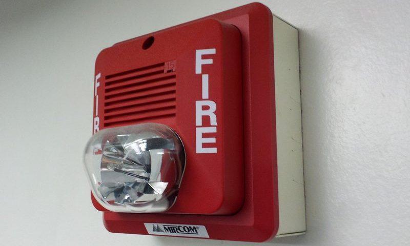 英語脳メルマガ 第02785号 Today, I discovered that the fire alarm in my building will go insane の意味は?