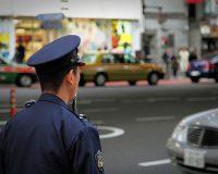 英語脳メルマガ 第02835号 Japanese police officers rarely use guns and put much greater emphasis on martial arts の意味は?