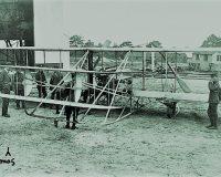 英語脳メルマガ 第03136号 And they didn't achieve powered man flight, and the Wright brothers beat them to it の意味は?