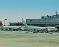 英語脳メルマガ 第03361号 Engine parts fell from a Japan Airlines plane and struck a clinic window の意味は?
