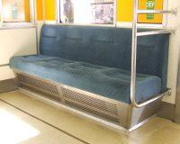 """英語脳メルマガ 第03410号 In the corner of just about every train car in Japan you'll find a bench of """"priority seats."""" の意味は?"""