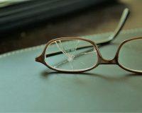 英語脳メルマガ 第03660号 Today, I couldn't find my reading glasses, thinking perhaps i'd dropped them outside. の意味は?