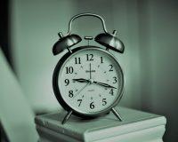 英語脳メルマガ 第03709号 Today, I set an alarm to wake up for a football match. の意味は?