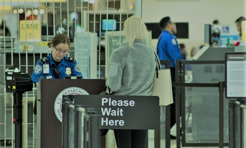 英語脳メルマガ 第03842号 Today, yet again I got delayed in airport security. の意味は?