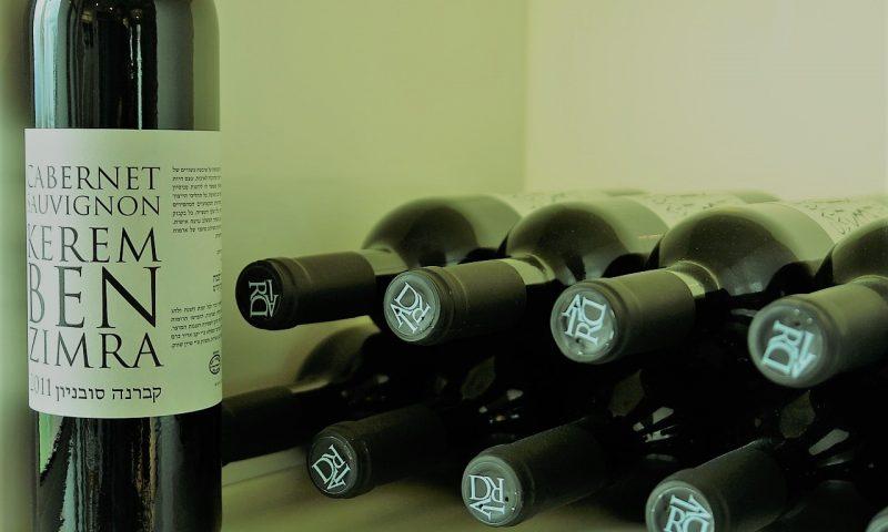 英語脳メルマガ 第04108号 Today, I found out my last roommate had been stacking her empty wine bottles. の意味は?